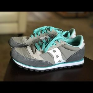 Like new Saucony tennis shoes.